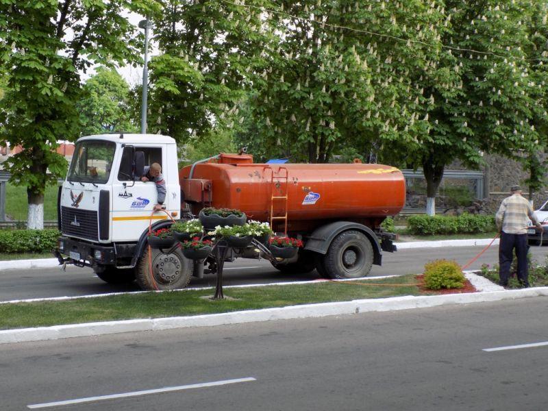 Чи потрібно в Ладижині поливати дороги