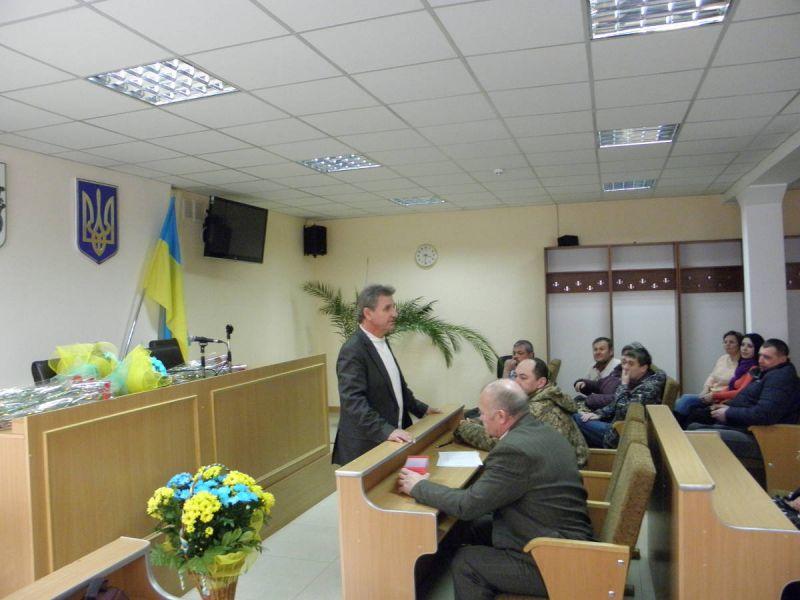 http//lad.vn.ua/uploads/images/foto/8585_o_tkachuk_nadae_slovo_predstavniku_vtoenkomatu.jpg