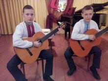 42_duet_gitaristiv_u_skladi_karpenko_romana_ta_karpenko_ruslana.jpg (77.06 Kb)