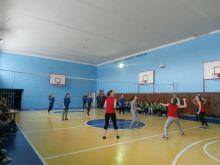 Команди четвертої школи  перемогли на міських змаганнях з волейболу